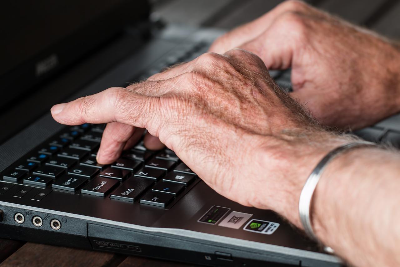 Precauciones en el uso de internet por parte de los mayores